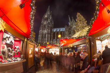 Germany, North Rhine-Westphalia, Cologne, Christmas market at Cologne Cathedral by night - JAT000580
