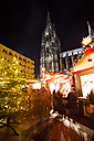 Germany, North Rhine-Westphalia, Cologne, Christmas market at Cologne Cathedral by night - JAT000575