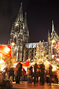 Germany, North Rhine-Westphalia, Cologne, Christmas market at Cologne Cathedral by night - JAT000577