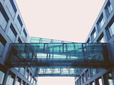 Modern architecture, office building, connection, Munich, Bavaria, Germany - GS000694