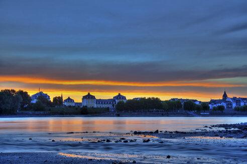Germany, Rhineland-Palatinate, Neuwied, Neuwied Castle, Nette estuary in the evening - PA000242