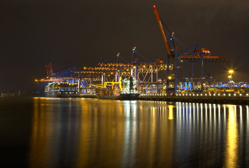 Germany, Hamburg, Container harbour Burchardkai at night - TI000001