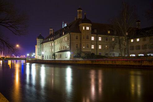 Germany, Bavaria, Landshut, Heilig-Geist-Spital at night - SARF000191