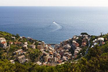 Italy, Cinque Terre, View of Riomaggiore - AM001620