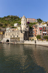 Italy, Cinque Terre, Harbour of Vernazza - AMF001626