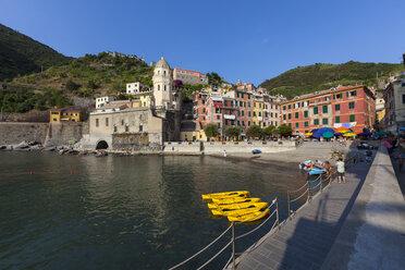 Italy, Cinque Terre, Harbour of Vernazza - AM001627