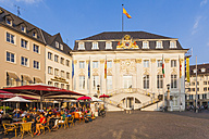 Germany, North Rhine-Westphalia, Bonn, view to marketplace with old city hall, street cafes and restaurants - WD002186