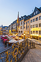 Germany, North Rhine-Westphalia, Bonn, view from old city hall to marketplace with street cafes and restaurants at evening twilight - WD002191