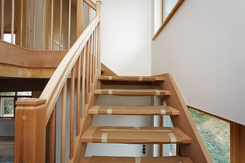 Stairway made of beech tree in new built one-family house - BIF000311