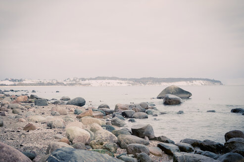 Germany, Mecklenburg-Western Pomerania, Ruegen, Stone beach in winter - MJF000682
