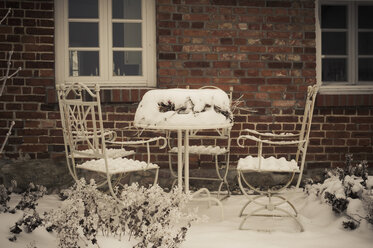 Germany, Mecklenburg-Western Pomerania, Ruegen, House in winter - MJF000611