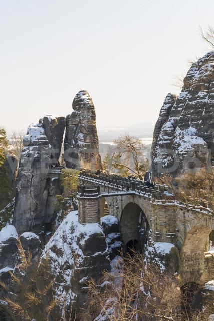 Germany, Saxony, Saxon Switzerland, Bastei in winter - MJF000731 - Jana Mänz/Westend61