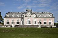 Germany, North Rhine-Westphalia, Duesseldorf Benrath, view to Benrath castle - WI000323