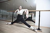 Germany, Bavaria, female ballet dancer at a rehearsal - VTF000067