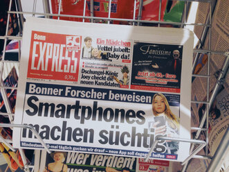 Newspaper cover Stating did smartphones are addicting to users, North Rhine-Westphalia, Germany - MF000805