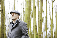 Portrait of man with cap in the wood - JATF000627