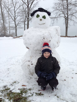 Boy with snowman, Germany, Baden-Wuerttemberg, Constance - JEDF000103
