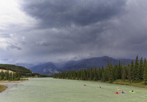 Canada, Alberta, Jasper National Park, Rocky Mountains, kayakers on Athabasca River - FO005608