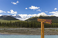 Canada, Alberta, Jasper National Park, Banff National Park, Icefields Parkway, sign at Athabasca River - FOF005665