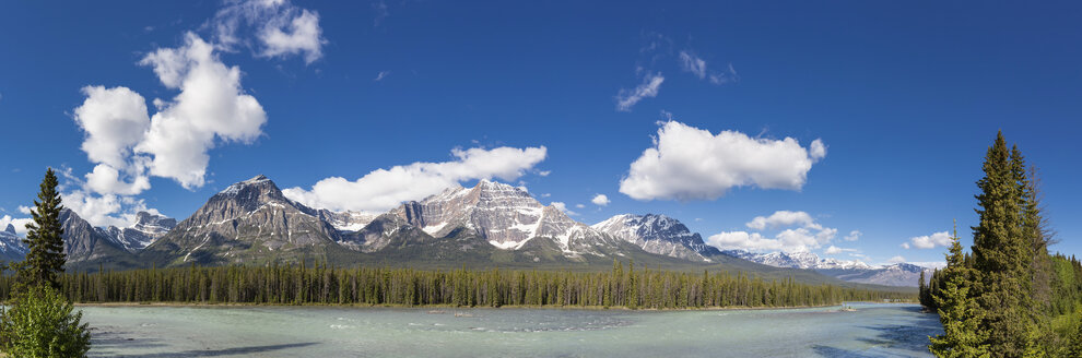 Canada, Alberta, Jasper National Park, Banff National Park, Icefields Parkway, Athabasca River - FOF005713