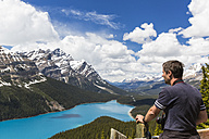 Canada, Alberta, Banff National Park, Tourist at Peyto Lake seen from Bow Summit - FOF005719