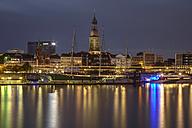 Germany, Hamburg, St. Michaelis Church and museum ship Rickmer Rickmers at night - TI000018