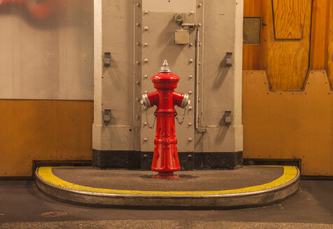 Germany, Hamburg, hydrant in old Elb tunnel - TI000026