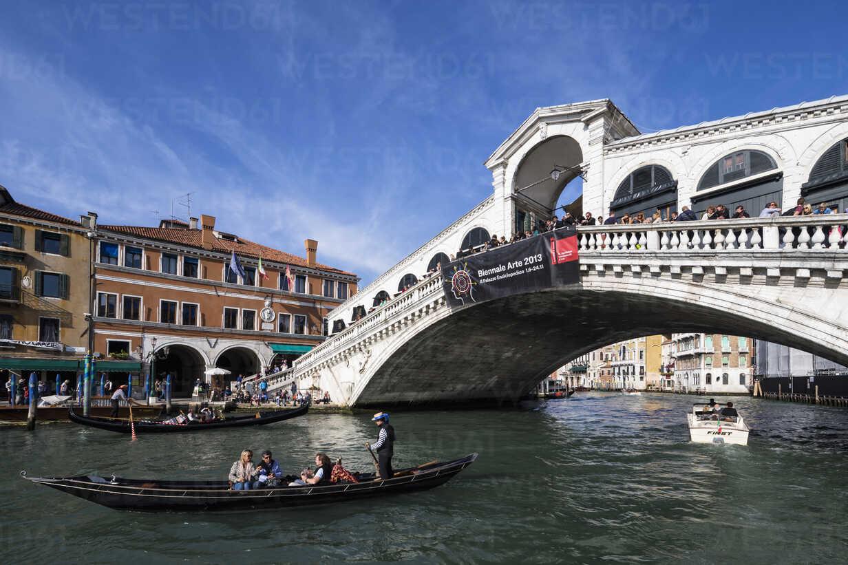Italy, Venice, Canale Grande, Rialto Bridge and gondolas - FO005793 - Fotofeeling/Westend61