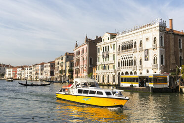 Italy, Venice, Boat on Canale Grande - FO005805