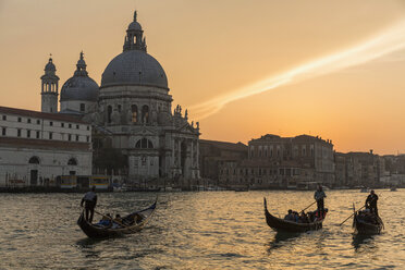 Italy, Venice, Canale Grande, Church Santa Maria della Salute at sunset - FO005817