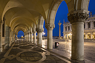Italy, Venice, St Mark's Square, Colonnade of Doge's Palace at night - FOF005686