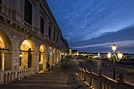 Italy, Venice, Canale di San Marco with Doge's Palace at night - FOF005694