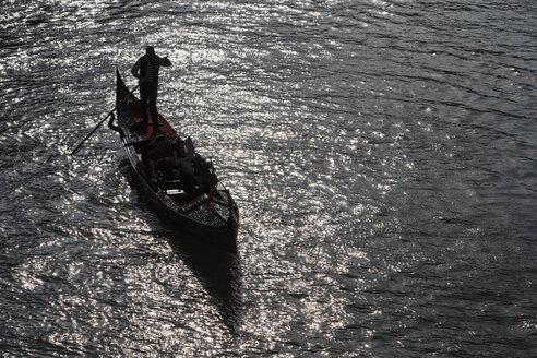 Italy, Veneto, Venice, Gondola on Grand Canal - FO005903