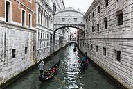 Italy, Venice, Gondolas at Bridge of Sighs - FO005946