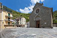 Italy, Liguria, La Spezia, Cinque Terre, Manarola, view to square and church - AMF001759
