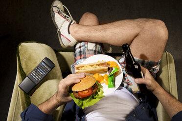 A man eats junk food - MAEF007685
