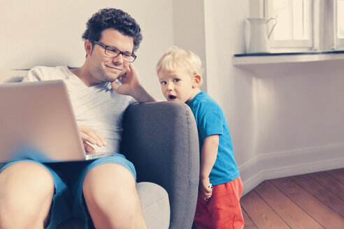Father and son together at home - MFF000838