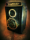 old analogue camera, Voigtlaender with Anastigmat Voigtar 7,7/75 lens, studio - HOH000395