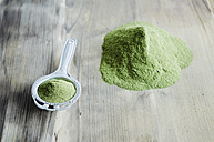 Moringa powder on spoon and wooden table - CZF000134