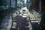 Germany, Saxony, Leipzig, pavement cafe in winter - MJ000759