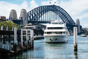 Australia, New South Wales, Sydney, view to Harbour bridge with ferry in front - FB000209