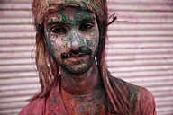 India, Uttar Pradesh, Vrindavan, Holi, spring festival, festival of colours, man with colour powder, portrait - JBA000037