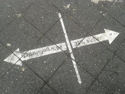 Walk, arrow, direction, graffiti, Germany, Berlin - BFR000315