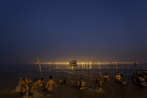 India, Uttar Pradesh, Allahabad, Kumbh Mela pilgrimage, People bathing at morning twilight - JBA000069