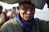 India, Uttar Pradesh, Allahabad, Kumbh Mela pilgrimage, Portrait of old man - JBA000078