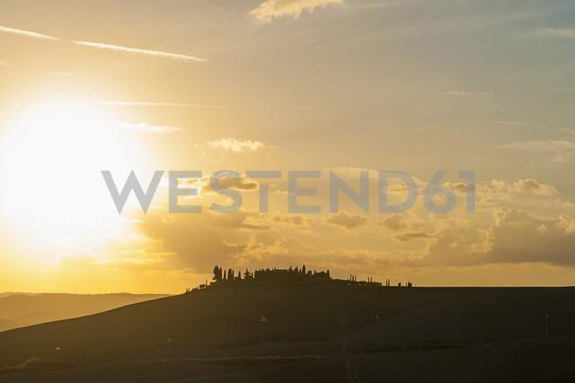 Italy, Tuscany, Val d'Orcia, Rolling landscape at sunset - MJF000837 - Jana Mänz/Westend61