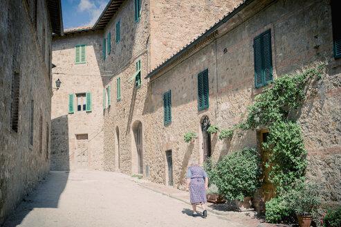Italy, Tuscany, San Quirico d'Orcia - MJ000848