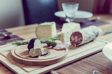 Wooden plate with truffles, cheese and salami - MJF000857