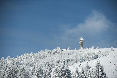 Germany, Baden-Wuerttemberg, Black Forest, Feldberg, Feldberg Tower and ski run in winter - PAF000311