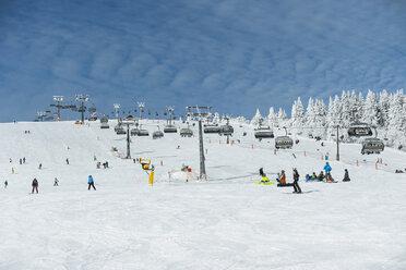 Germany, Baden-Wuerttemberg, Black Forest, Feldberg, Ski lift and ski run in winter - PA000308